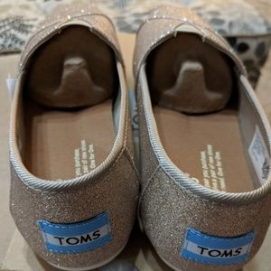 22e44d96b26 Toms Shoes - BRAND NEW IN BOX Rose Gold Glimmer TOMS